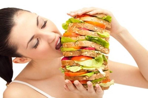 Với thói quen ăn quá no, dạ dày sẽ là nơi đầu tiên phải