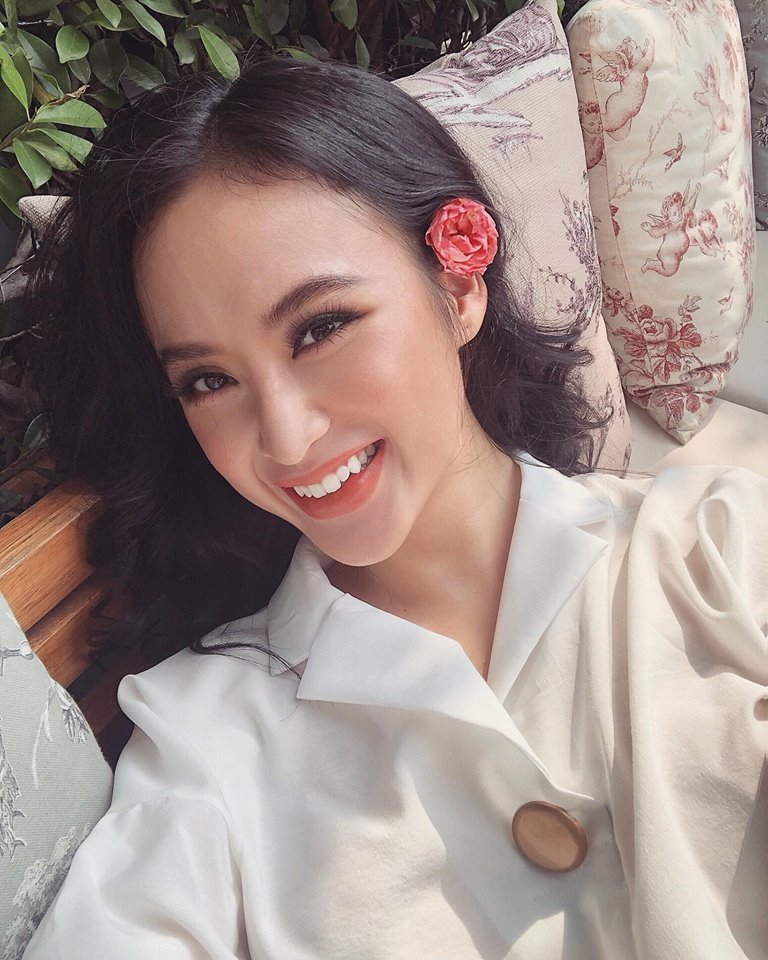 Chán làm 'mỹ nhân siêu vòng 3', Angela Phương Trinh trở lại làm 'cô thôn nữ' kín đáo, dịu dàng - Ảnh 10