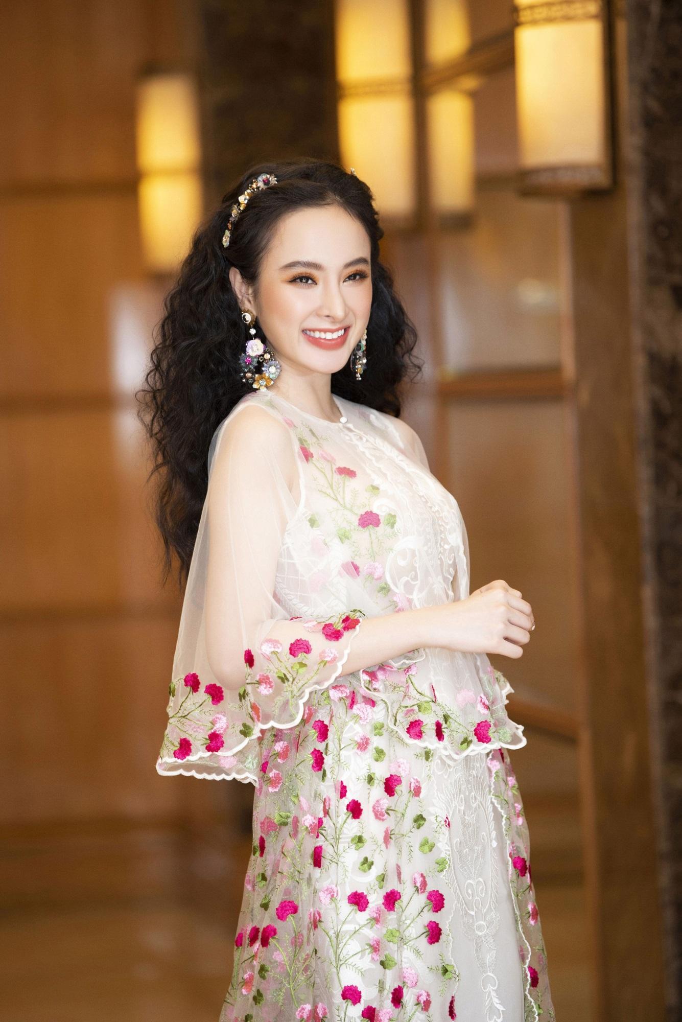 Chán làm 'mỹ nhân siêu vòng 3', Angela Phương Trinh trở lại làm 'cô thôn nữ' kín đáo, dịu dàng - Ảnh 2
