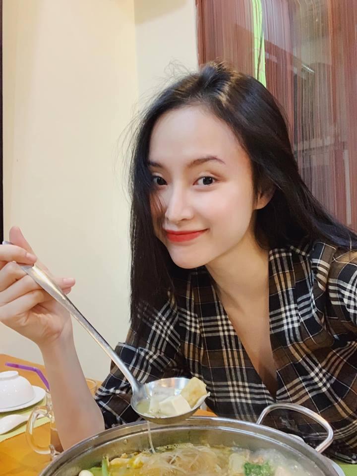 Chán làm 'mỹ nhân siêu vòng 3', Angela Phương Trinh trở lại làm 'cô thôn nữ' kín đáo, dịu dàng - Ảnh 8