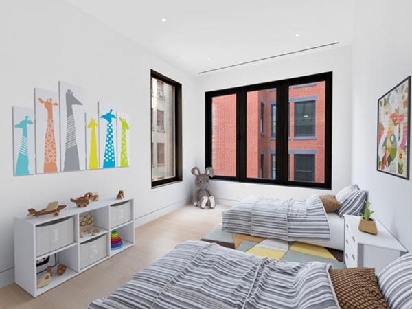 Ngôi nhà rộng 251m2, với 3 phòng ngủ và 1 phòng làm việc.