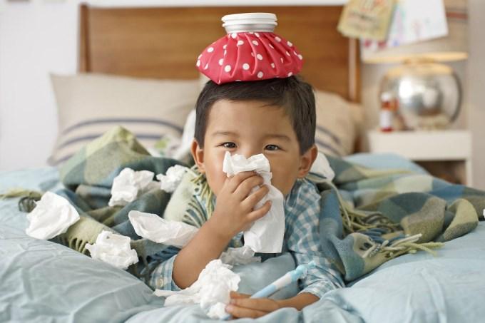 Thời tiết chuyển lạnh đột ngột, bác sĩ cảnh báo căn bệnh người nào cũng dễ mắc phải - Ảnh 1