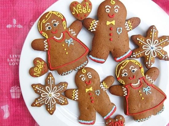Bánh quy gừng (gingerbread cookies) là một trong những món ăn truyền thống trong dịp Giáng sinh của các nước phương Tây