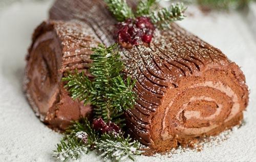Bánh khúc cây có nguồn gốc từ Pháp gắn với tục lệ đốt khúc cây để chào đón mặt trời của người cổ đại