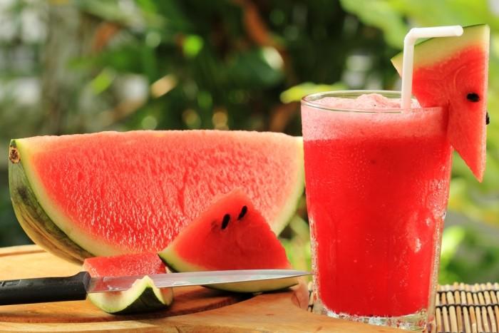 7 lợi ích bất ngờ khi cha mẹ cho bé ăn dưa hấu trong mùa nắng nóng - Ảnh 2