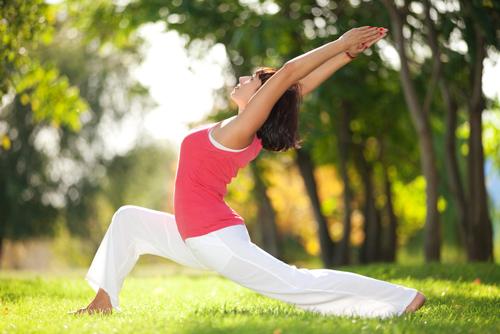 Cùng với chế độ ăn, chúng ta nên thường xuyên luyện tập thể dục để giải phóng năng lượng