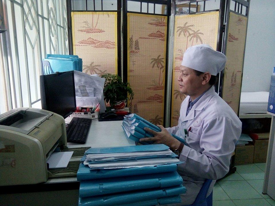 Bác sĩ Võ Hoài Ân, Trưởng khoa Nội thận lọc máu bệnh viện quận Phú Nhuận, Tp HCM