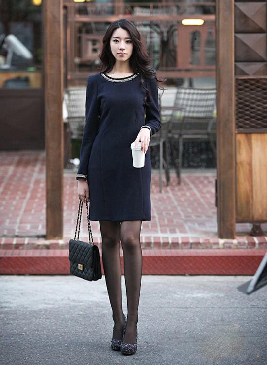 Gợi ý 5 cách chọn váy cho 'nàng mũm mĩm' thon gọn và sành điệu hơn trong mùa đông - Ảnh 1