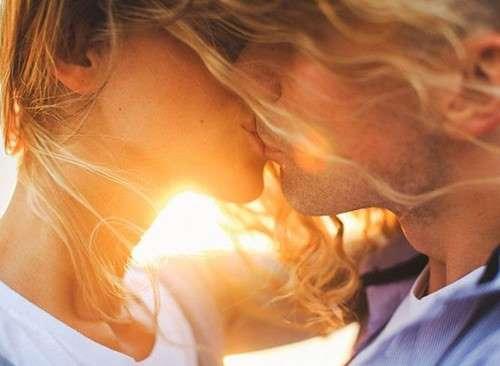 Nụ hôn có thể lây truyền bệnh giang mai từ người sang người