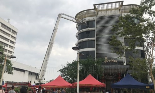 Hai cô gái Việt chết trong đám cháy quán karaoke ở Malaysia - Ảnh 1