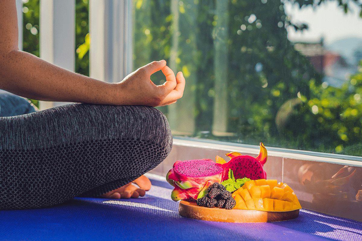 Thực phẩm nên và không nên ăn trước khi tập yoga - Ảnh 1