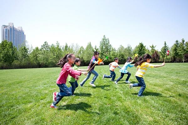 Trẻ em ra nhiều mồ hôi khi vận động, vì sao? - Ảnh 1