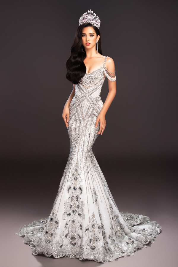Không cần váy áo lộng lẫy, hoa hậu Tiểu Vy vẫn 'hút ánh nhìn' với street style cá tính - Ảnh 2