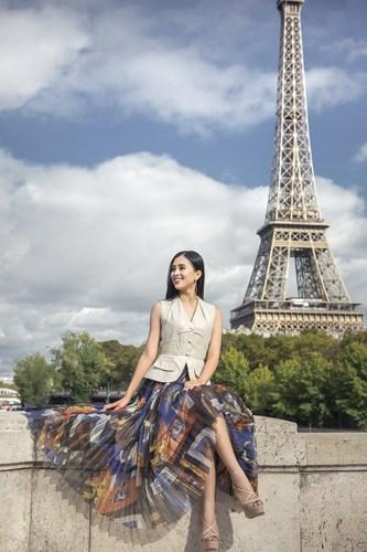 Không cần váy áo lộng lẫy, hoa hậu Tiểu Vy vẫn 'hút ánh nhìn' với street style cá tính - Ảnh 11