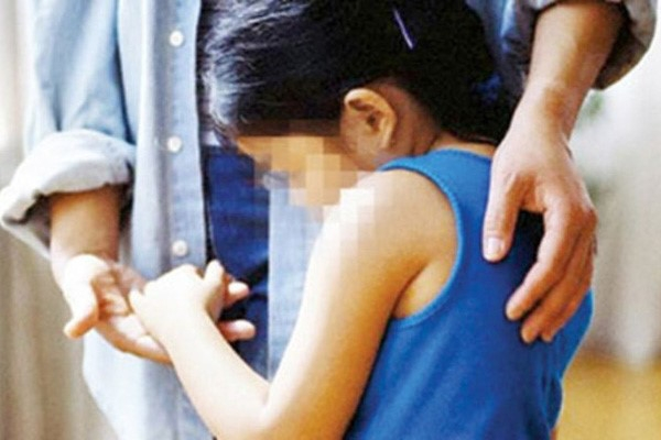 Bị điều tra về hành vi dâm ô nhiều nữ sinh tiểu học, người đàn ông 57 tuổi treo cổ tự tử - Ảnh 1