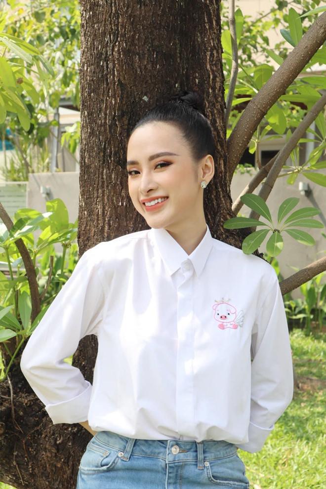 Angela Phương Trinh ăn chay trường, đi chùa tụng kinh, không khoe thân - Ảnh 6