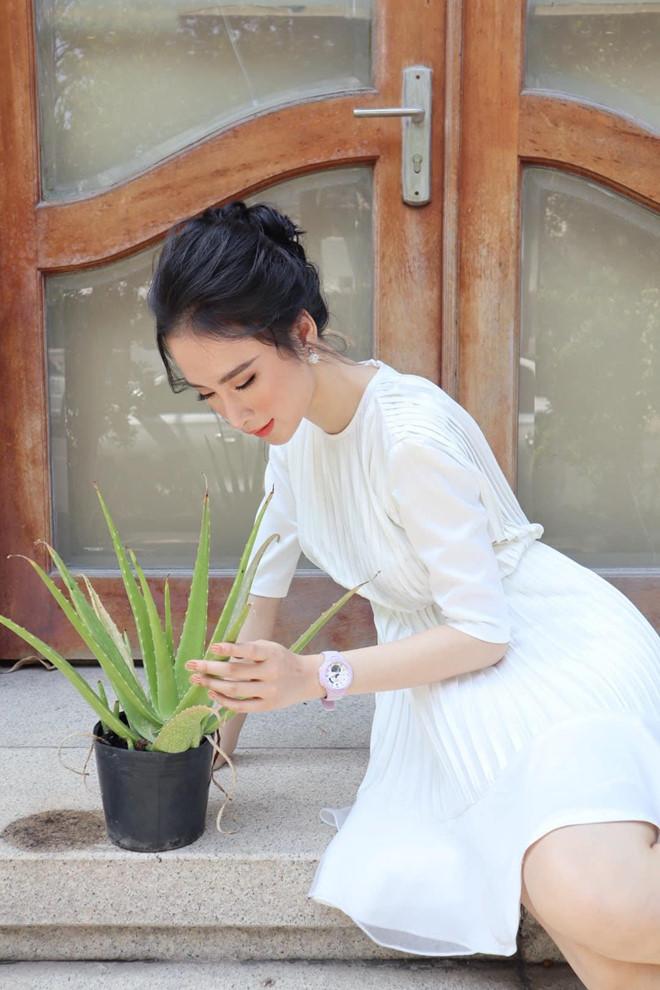 Angela Phương Trinh ăn chay trường, đi chùa tụng kinh, không khoe thân - Ảnh 7