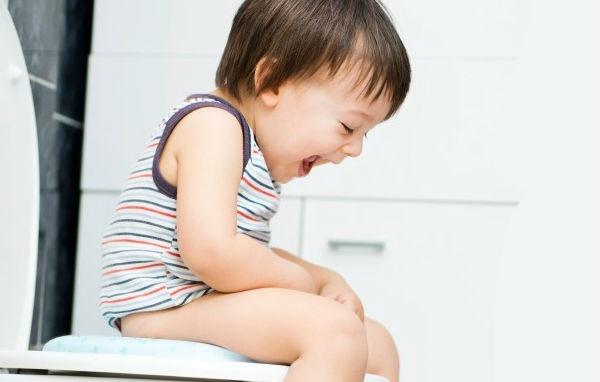 Bác sĩ Nhi chỉ ra nguyên nhân khiến trẻ bị táo bón, cha mẹ nào không cẩn thận con dễ mắc phải - Ảnh 2