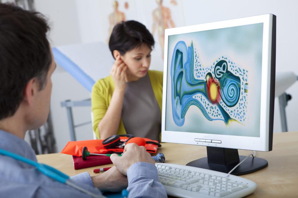Những việc tưởng chừng đơn giản nhưng giúp bà bầu phòng ngừa viêm tai giữa trong thai kỳ - Ảnh 2