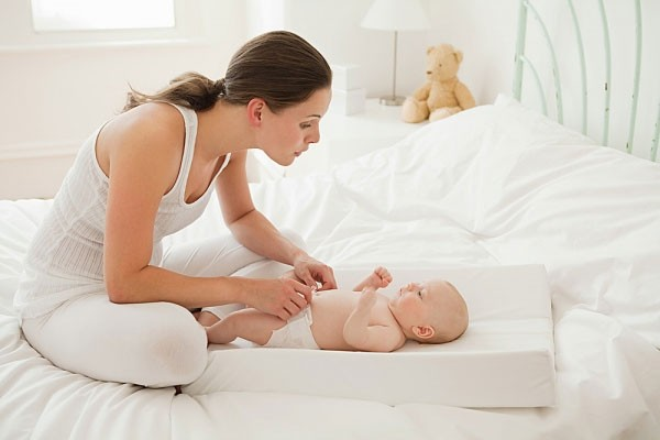 Những 'bí kíp' mẹ nên 'bỏ túi' khi chăm sóc trẻ sơ sinh 1 tháng tuổi - Ảnh 3