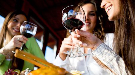 Cảnh báo: Uống rượu làm tăng nguy cơ ung thư vú ở nữ giới - Ảnh 2