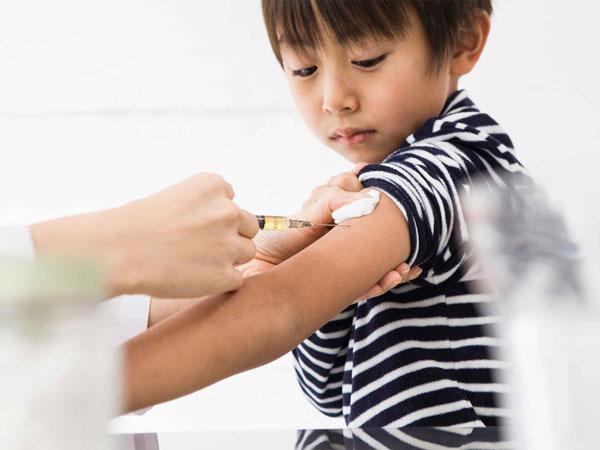 Bệnh thủy đậu ở trẻ em nên kiêng gì: Bệnh có lây không? - Ảnh 4