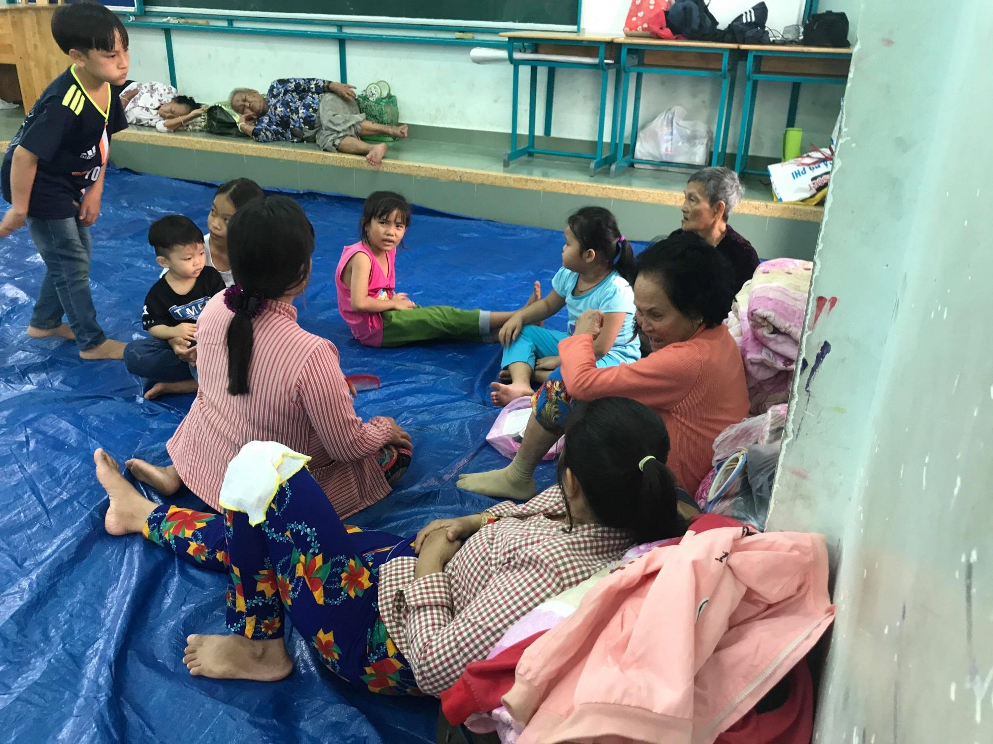 Người Cần giờ cấp tập di dời tránh bão Usagi, học sinh toàn Sài Gòn được nghỉ học từ 12h trưa nay - Ảnh 9