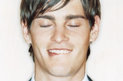 Khi nhận được các kích thích mạnh, nam giới sẽ thường liếm môi