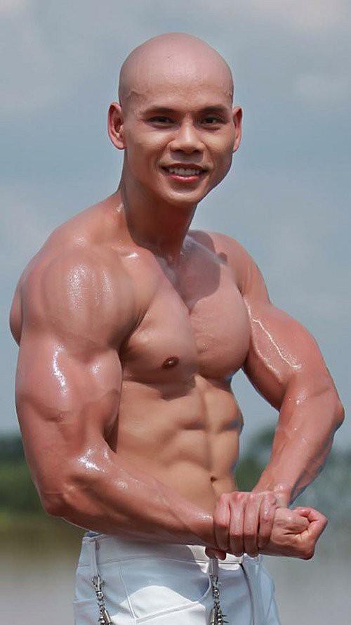 Dàn sao nam U40của showbiz Việt cởi áo khoe body 6 múi khiến fan mê mẩn - Ảnh 13