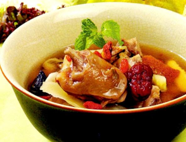 Món thịt thỏ hầm đại táo có tác dụng chữa suy nhược cơ thể, phụ nữ bị huyết hư, gầy yếu