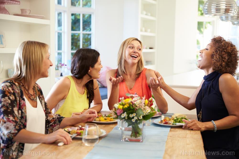 Ăn nhiều rau, đậu giúp giảm nguy cơ ung thư buồng trứng - Ảnh 1