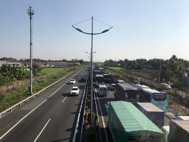 3 xe container đụng nhau trên cao tốc, một người chết - Ảnh 2