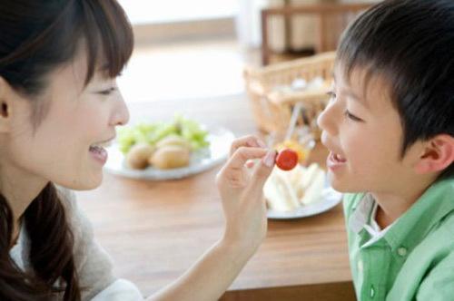 Khi nào nên bắt đầu cho trẻ ăn rau sống? - Ảnh 2
