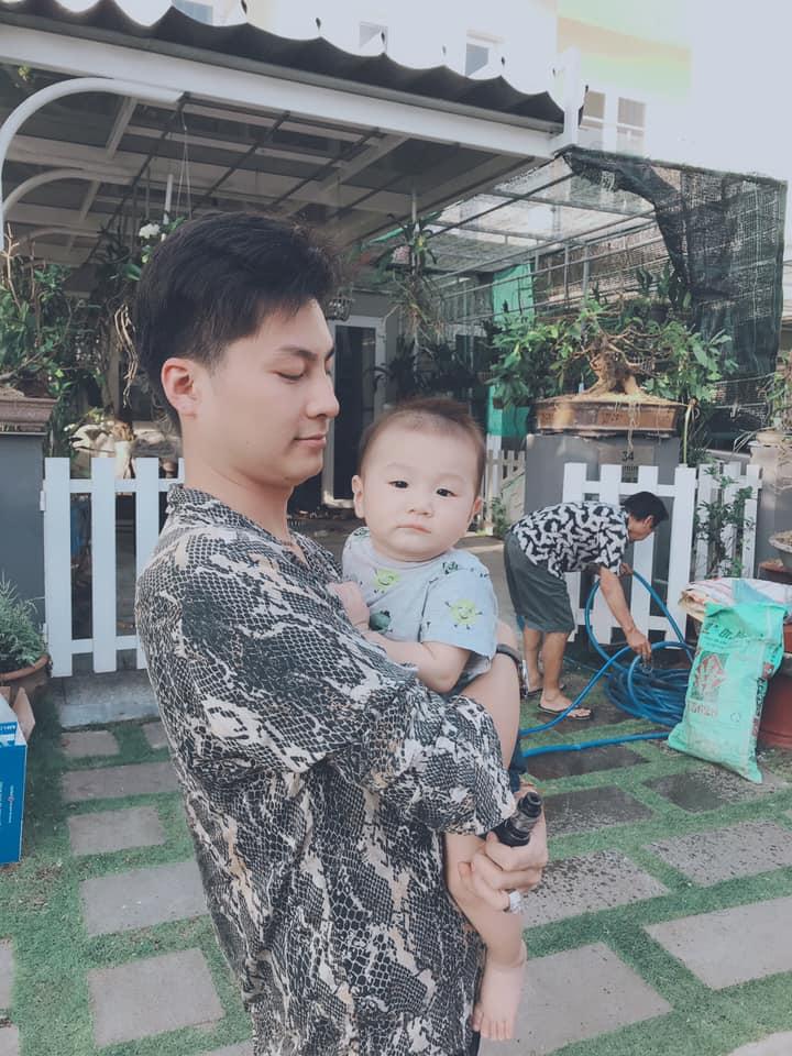 Không kiềm chế được mình, Lâm Khánh Chi đành làm điều này với con trai - Ảnh 1