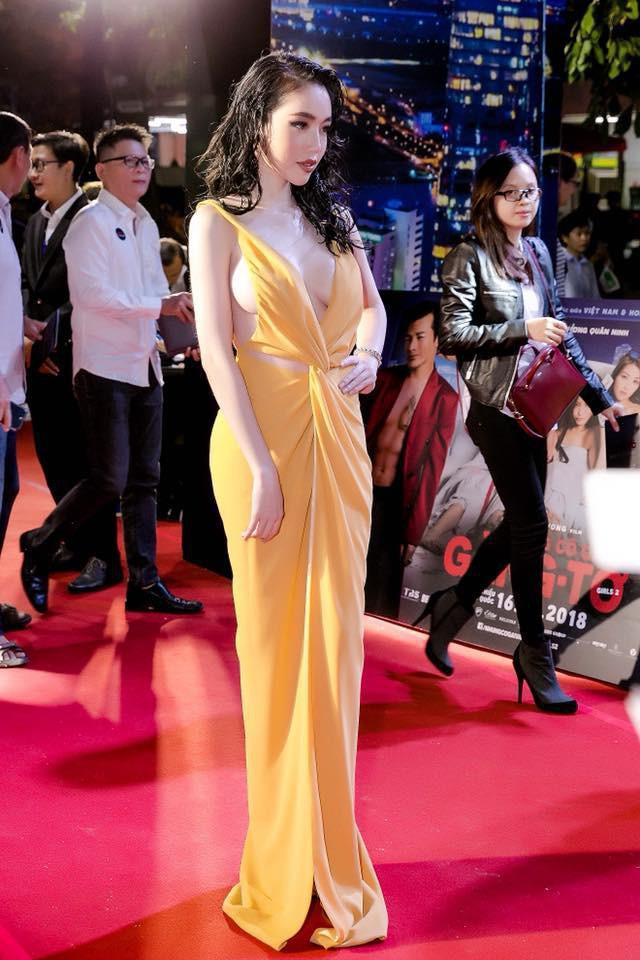 10 bộ cánh hở bạo, 'mặc như không' của mỹ nhân Việt trong năm 2018 - Ảnh 3