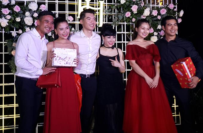 Vợ đại gia của Trương Nam Thành bị chê trách chảnh chọe, không chụp ảnh với khách trong ngày cưới - Ảnh 2
