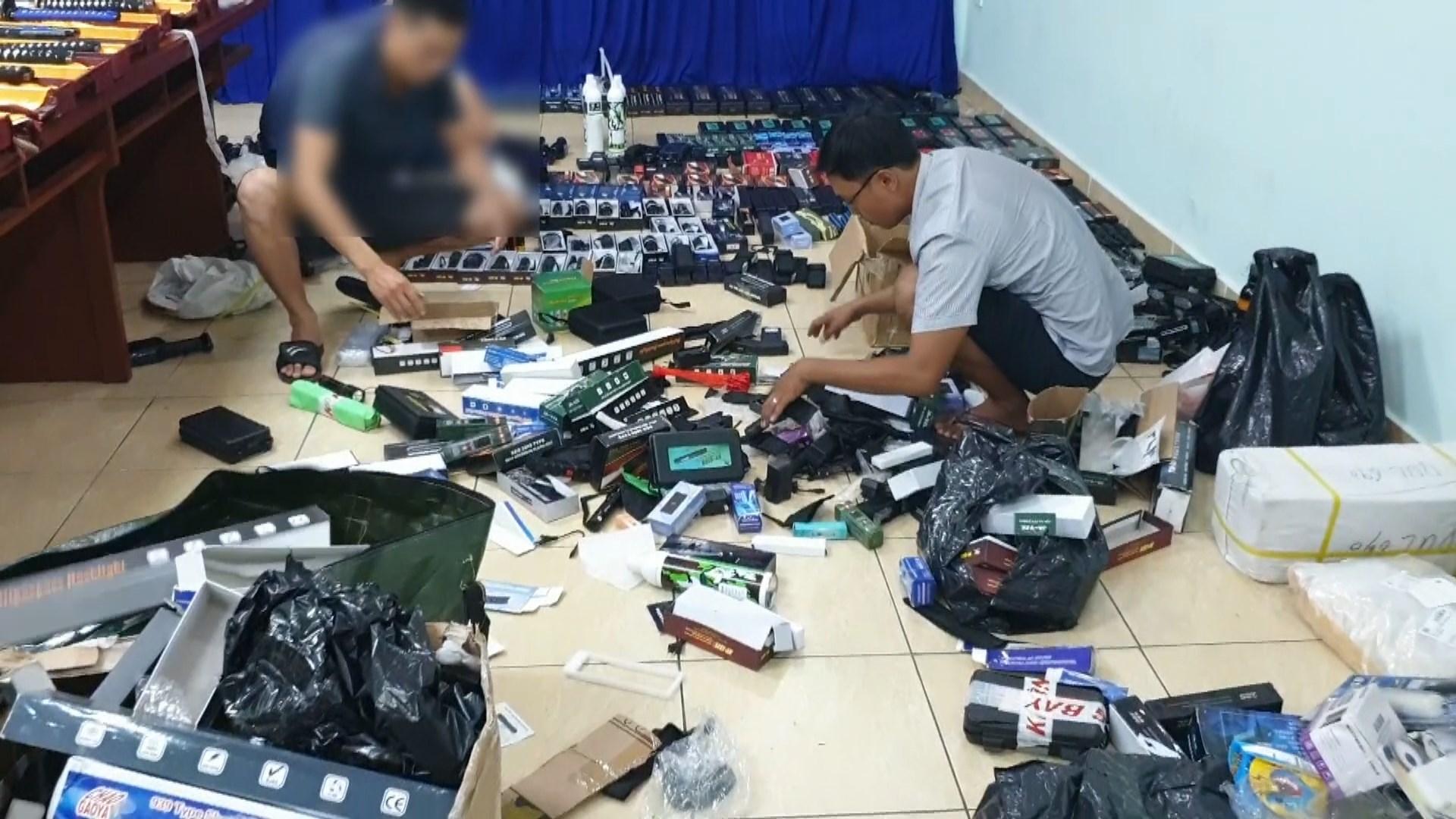 Đánh sập đường dây buôn bán súng, khiếm Nhật 'cực khủng' của hai thanh niên ở Sài Gòn - Ảnh 2