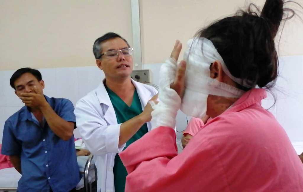 Vụ cô gái bị tạt axit trước ngày cưới: Nhiều khả năng hai mắt bị mù và sẽ phải phẫu thuật nhiều lần - Ảnh 1