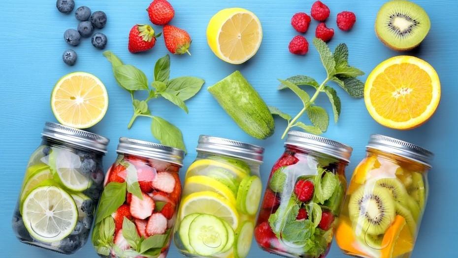 Bạn có thể kết hợp nhiều loại trái cây để tạo thành hỗn hợp nước detox giảm cân hiệu quả