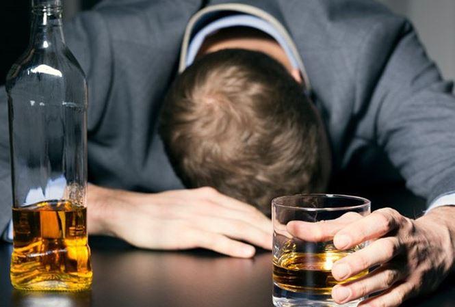 Làm những việc này khi say rượu, có thể mất mạng - Ảnh 1