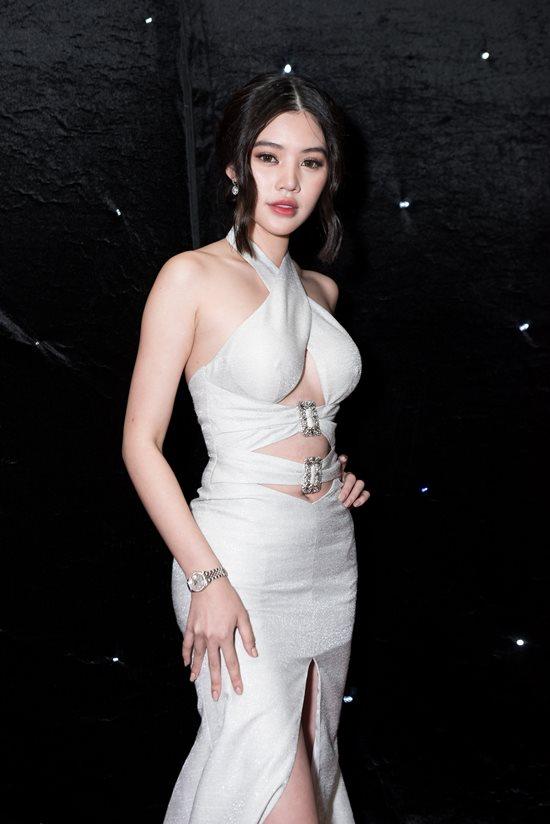 Hàng loạt mỹ nhân Việt diện đầm cắt xẻ táo bạo 'càn quét' thảm đỏ Chung kết The Face 2018 - Ảnh 10