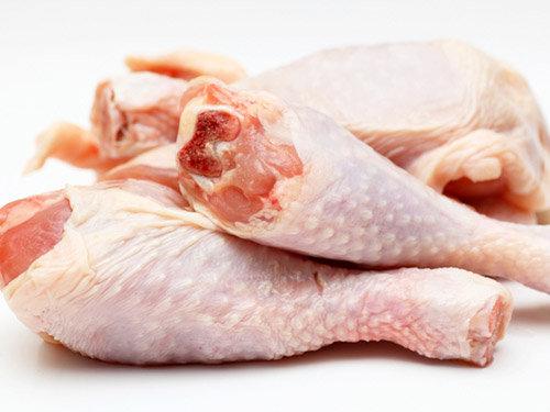 việc chế biến gà không cẩn thận có thể ảnh hưởng đến sức khỏe của gia đình