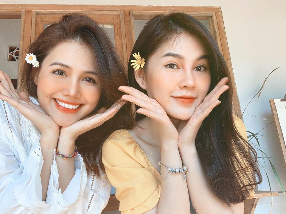 Phanh Lee và Thu Hoài chụp ảnh đôi 'thả thính' trên facebook.