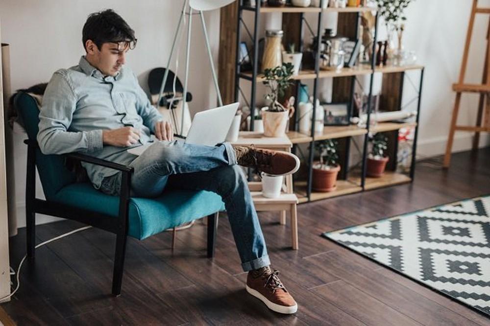 Việc thường xuyên đặt laptop lên đùi sẽ vô tình làm giảm số lượng tinh trùng