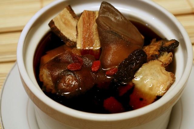 Món ăn thịt dê hầm hà thủ ô còn tốt cho nam giới bị thận yếu và phụ nữ bị