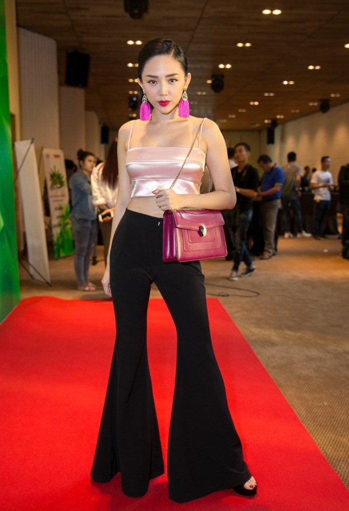 Hà Tăng, Tóc Tiên cùng loạt sao Việt 'thả dáng sành điệu' với quần ống loe - Ảnh 5