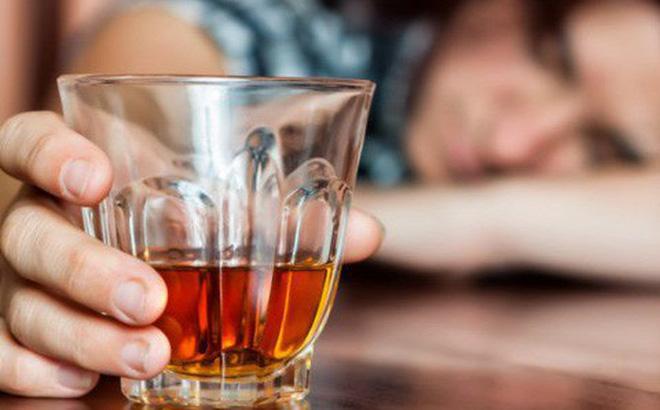 Một trong những thức uống không thể thiếu trong dịp Tết là rượu