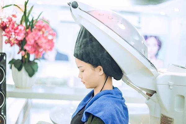 7 lưu ý chị em mới đi uốn tóc xoăn đón Tết cần thuộc lòng - Ảnh 7