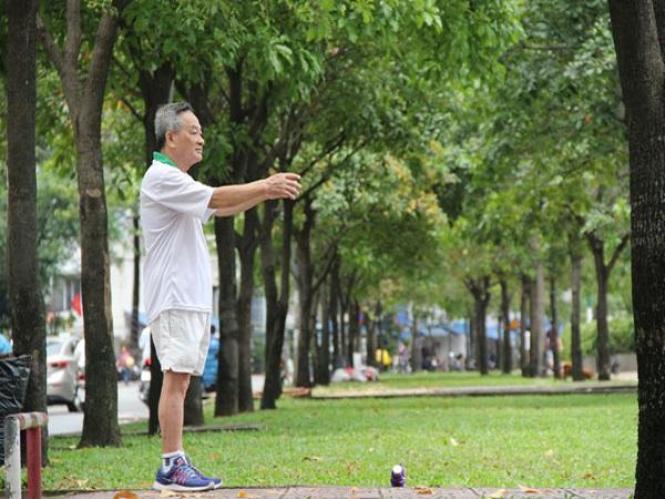 Người lớn tuổi nên tập thể thao như thế nào - Ảnh 1