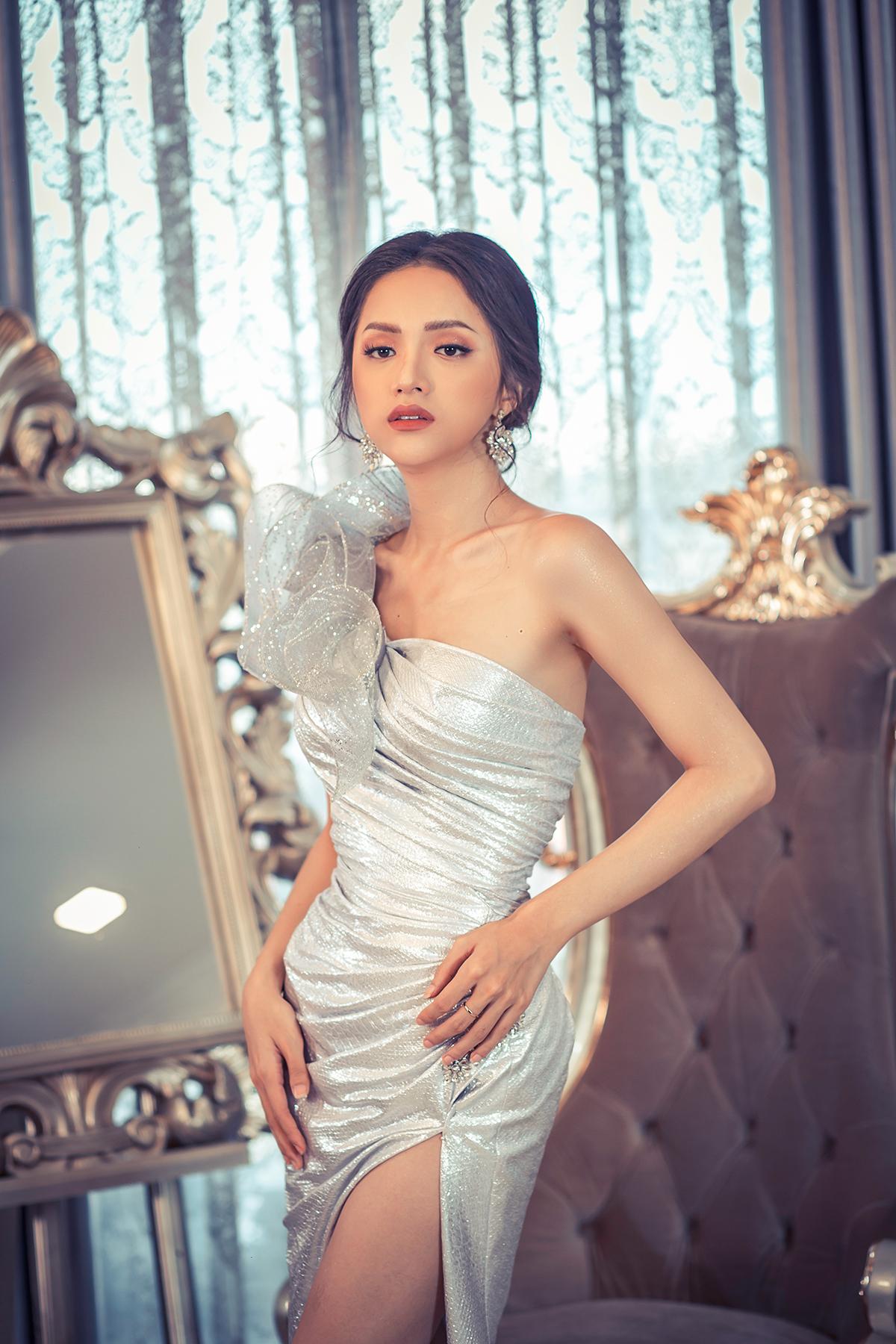 Hoa hậu Hương Giang đẹp xuất thần trong thiết kế ren mỏng tang - Ảnh 7